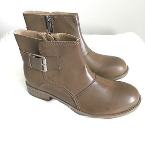 NWOT Keneth Cole Reaction Booties